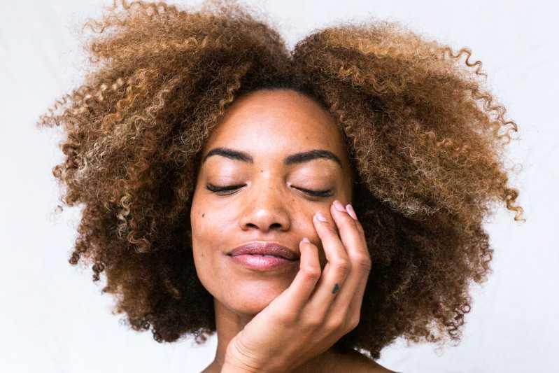 hyaluron-lippen-aufspritzen-falten-mönchengladbach-botox-faltenunterspritzung-viersen-hyaluronsäure-lippen-aufspritzen-korrektur